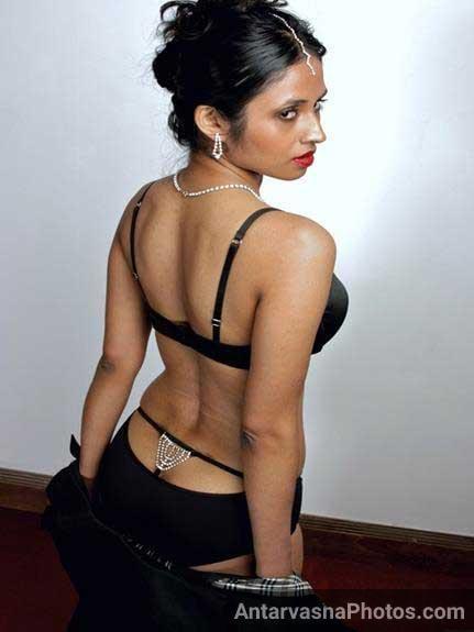 hot Indian girls ki gaand ka photo
