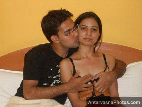 Desi bhabhi nude with lover giving hot blowjo 5