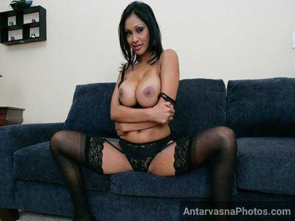 Hot babe Priya Rai ki pic