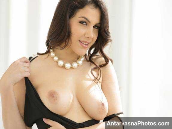 lovely boobs dikha rahi he