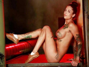 sexy tattoo girls ka hot poserahi he