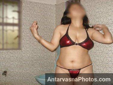 Hot Pakistani girls shower photo