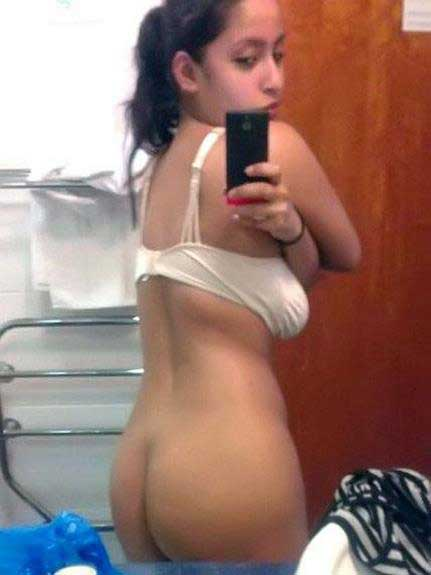 hot girls ki selfie