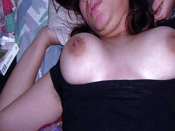 babe sexy boobs dikha rahi he