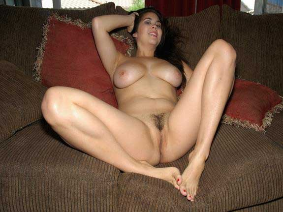 hot girls ki tight shaved pussy ka photo