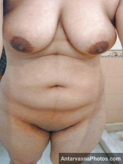 boobs aur chut dikha rahi he