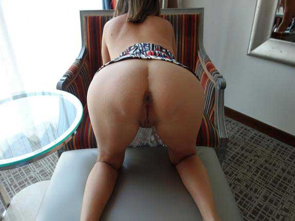 Hot Indian Wife Massaged By Stranger While Husband Shoots
