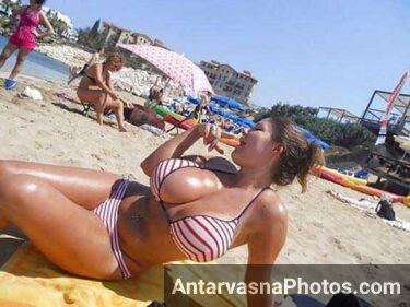 beach par big boobs dikha rahi he