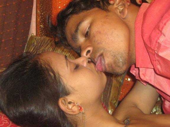desi kissing ke photos