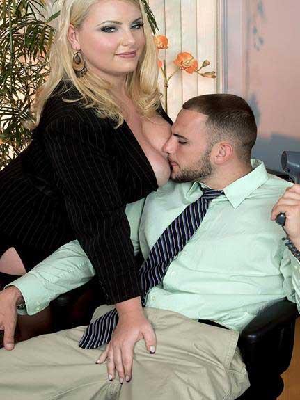 big boobs ki big cleavage dekhe