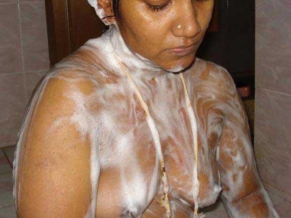 shampoo ke sath nude bath