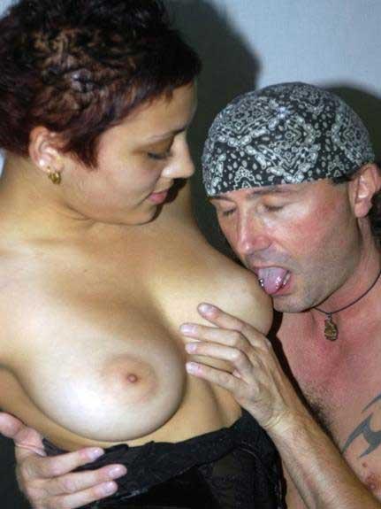 big boobs chusne ke image