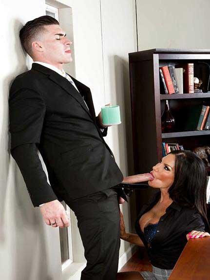 secretary ne blowjob lagai office sex dekhe