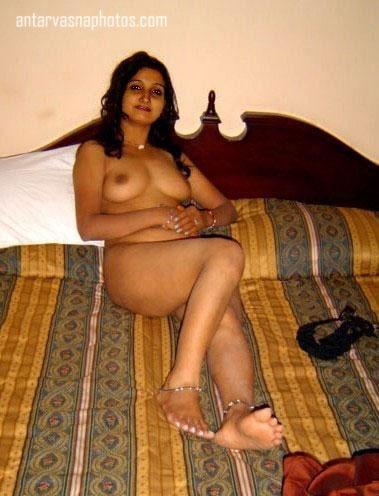Nude Indian girl Malini ki seductive photos