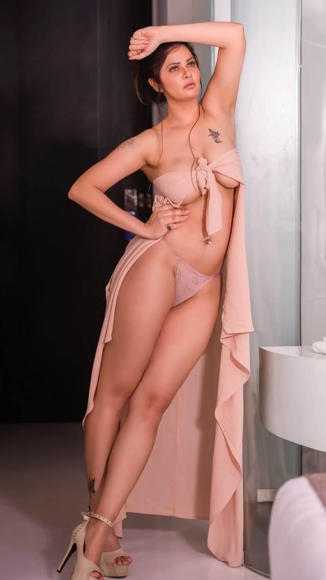 Chudasi bhojpuri model ki chikni legs and boobs nude pics