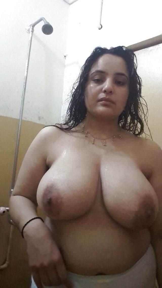 big boobs wali sexy aunty ki pic
