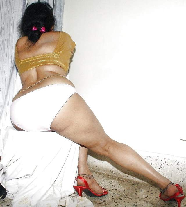 salgirah masti me panty aur blouse pahan gaand ki pic