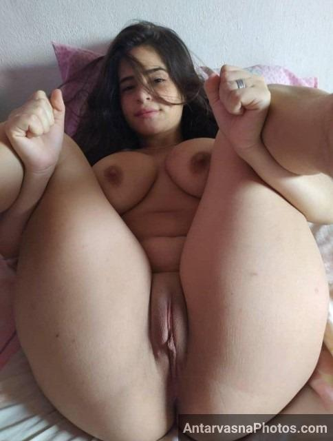 sexy girls of india clean shaved pussy