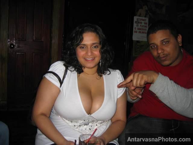 Big boobs wali Indian aunty sex photos