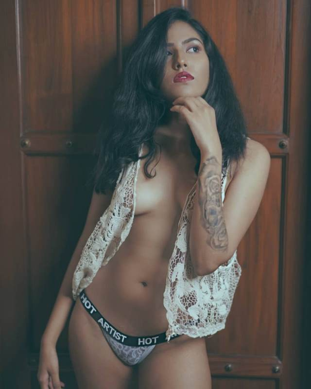 Desi girls hot nude photos in panty without bra