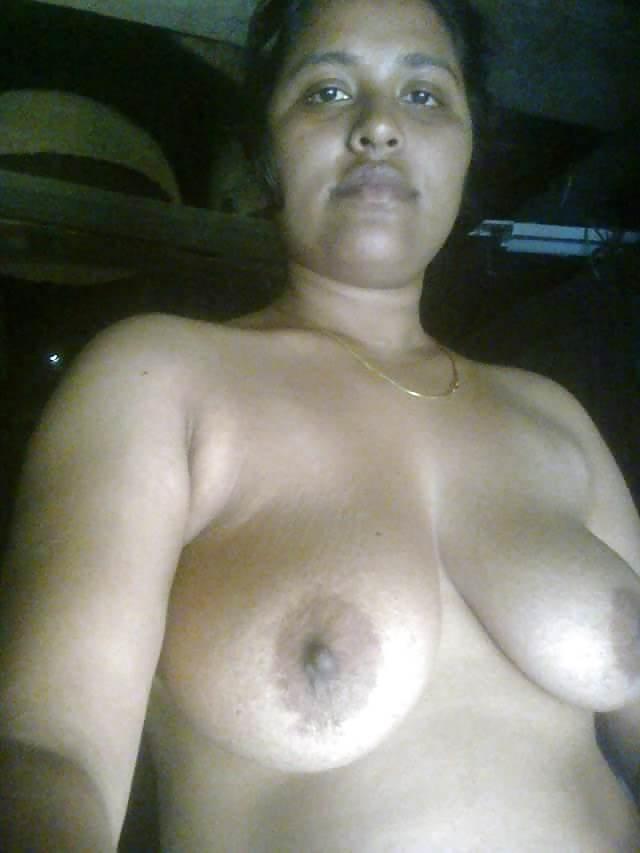 big boobs ki selfie leti hot desi babe pic