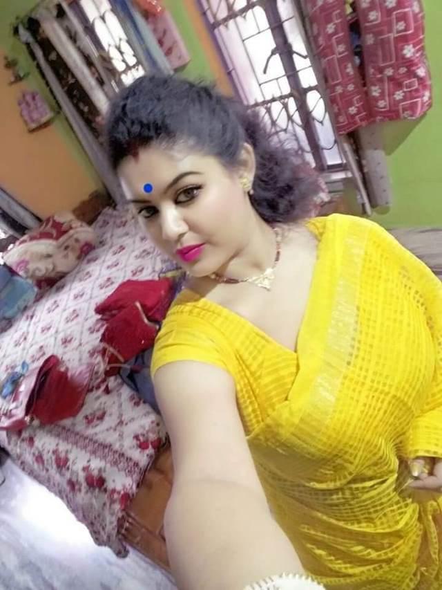 Indian saree boobs photos. indian aunty saree Search