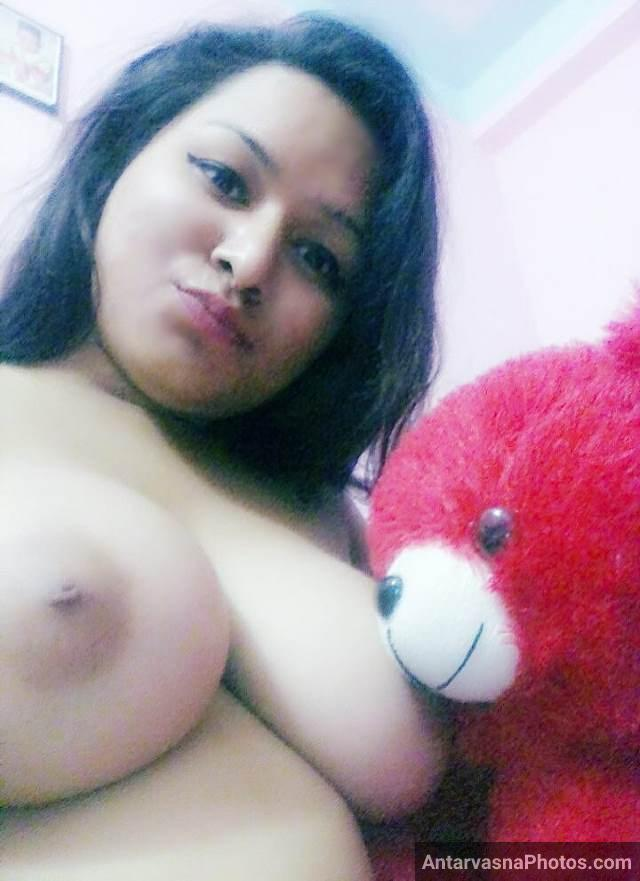 hot babe garima teddy bear ko chuchi chuswati hui photos