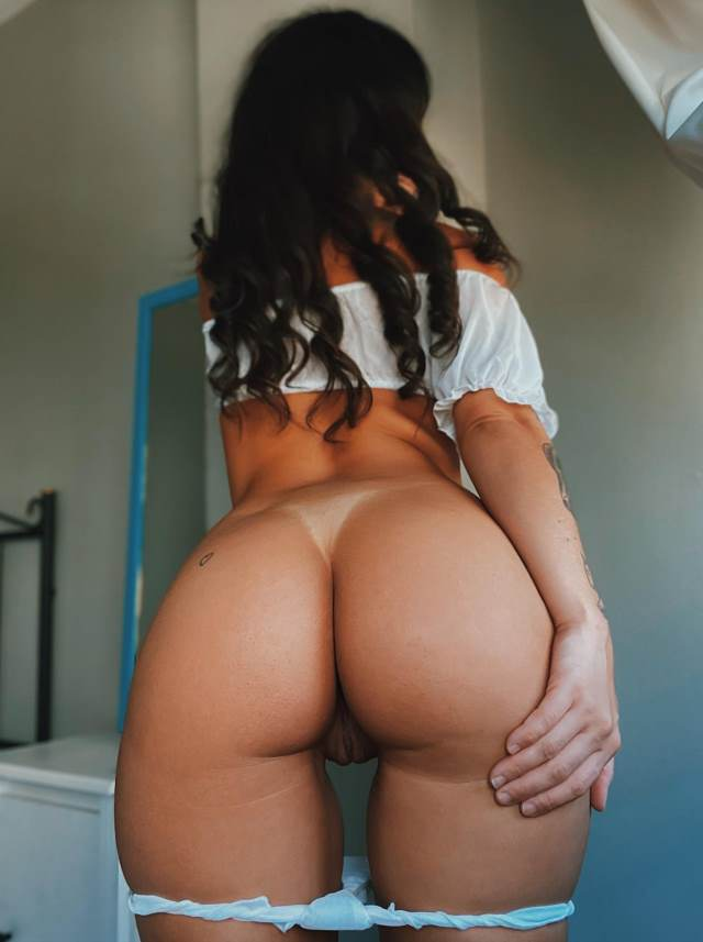put down panty and show big booty