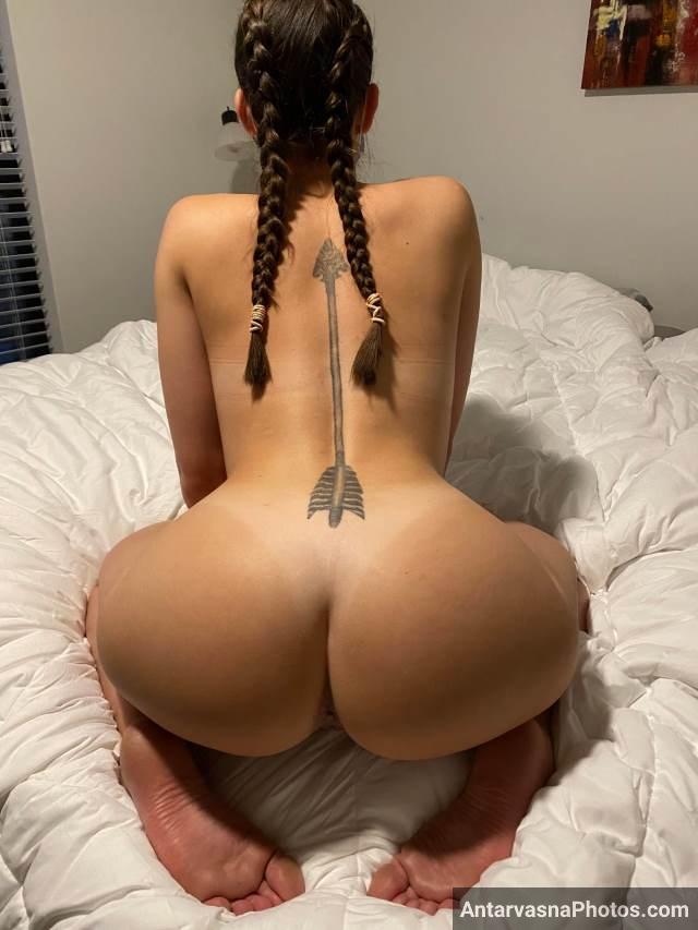 Big ass pics ke liye pose deti hot college girl