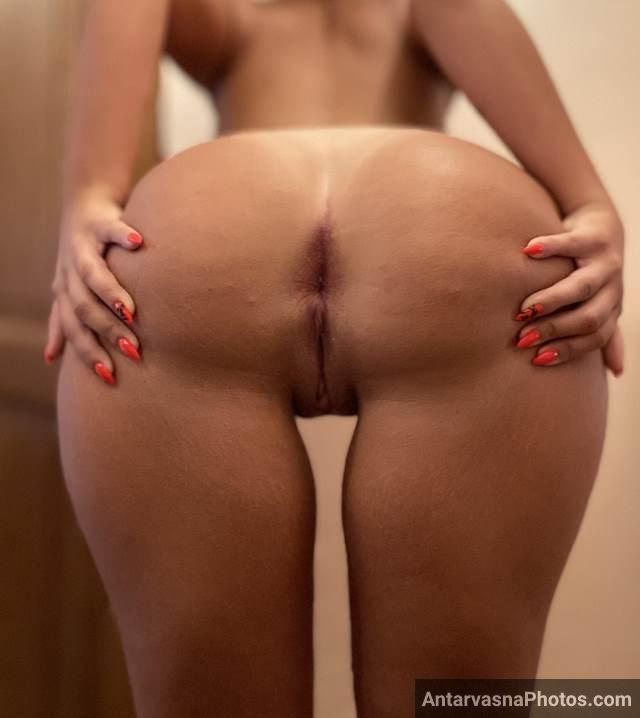 gaand failakar chut dikhati hot sexy babe ki photos