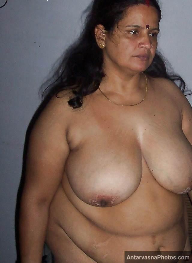 huge tits dikhati indian bhabhi ki erotic photo