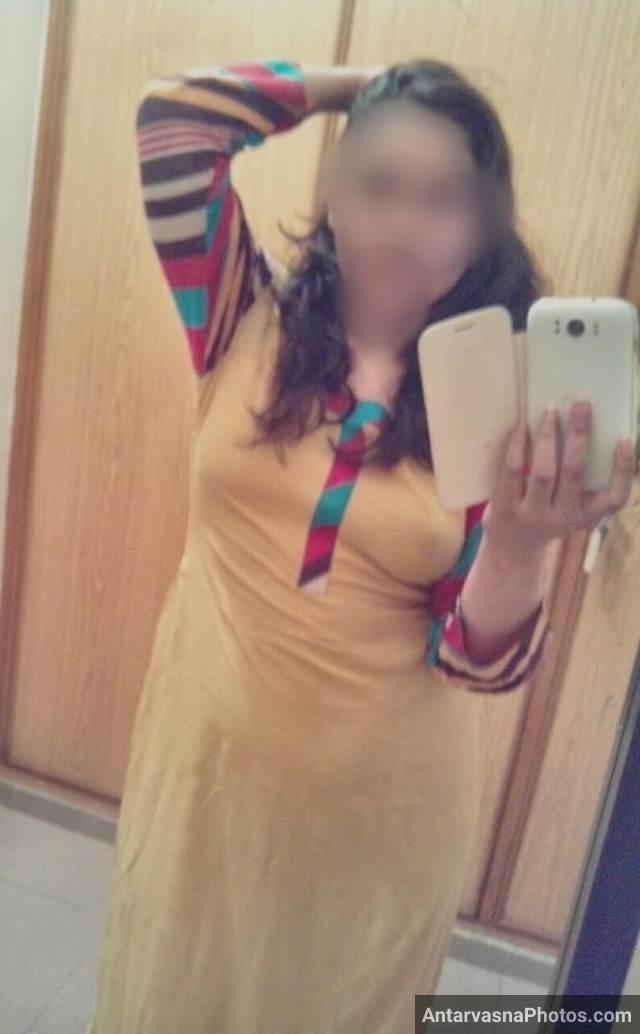 pointy nipple dikha selfie leti hot desi aunty