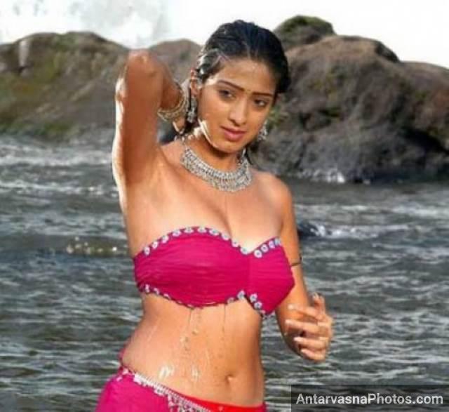 red bikini me apna bheega badan dikhati desi actress pic