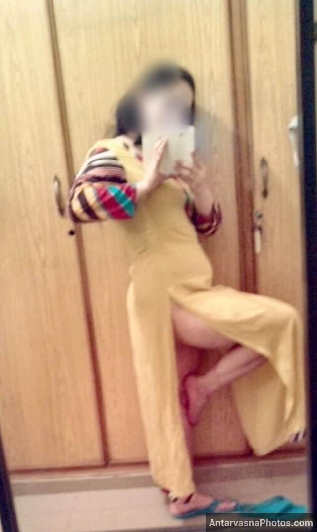 selfie lete hue aunty ne apni pajami utar di hai